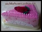 Towel cake-strawbery cake >> Rp. 6000,-