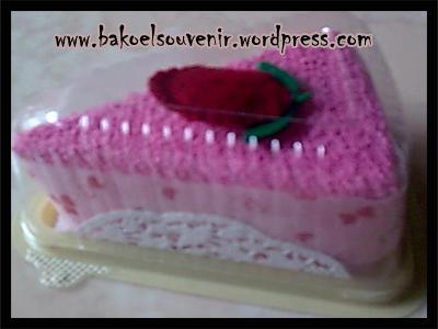 Towel cake-strawbery cake