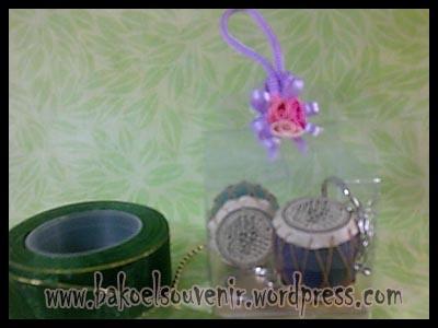 souvenir pernikahan-gantungan kunci kendang >> 3800,-