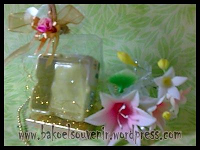 souvenir keramik-asbak kotak AB-2 packing mika >> Rp.7500,-
