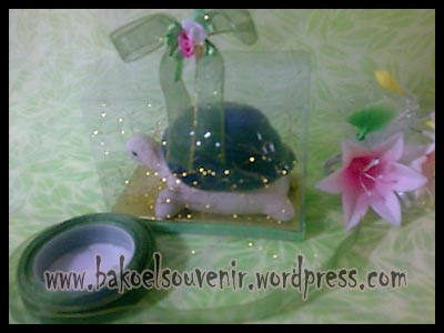 souvenir keramik-asbak kura tutup AB-6 packing mika >>  Rp.9750,-