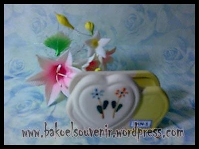 souvenir keramik-tempat kartu nama TKN-1 >> Rp.6000,-