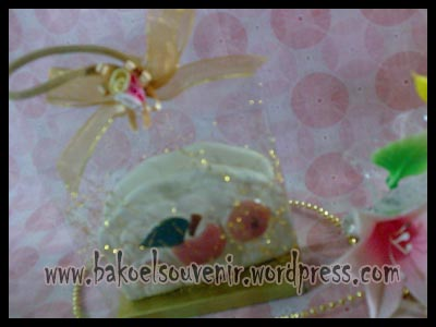 souvenir keramik-tempat kartu nama TKN-3 packing mika >> RP. 6250,-