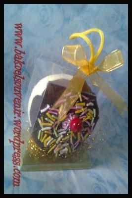 Towel Cake Donut meises chery >> Rp. 5500,-/pcs