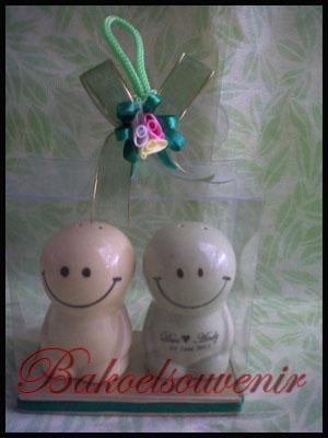 souvenir keramik dua smile | Rp.9250,-/pcs