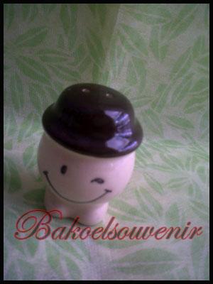 souvenir keramik tempat merica smile topi | Rp.5500,-/pcs