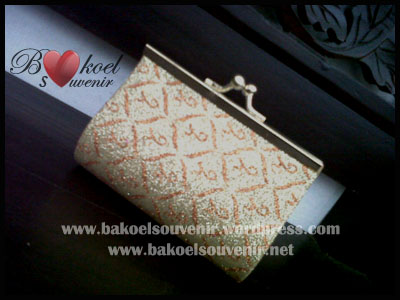 dompet holo china