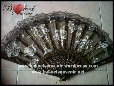 Souvenir kipas glitter hitam - 7850